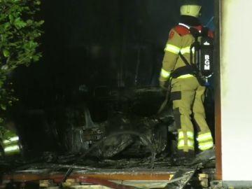 Un hombre estrella su coche contra el ayuntamiento de un pueblo de Holanda provocando una explosión