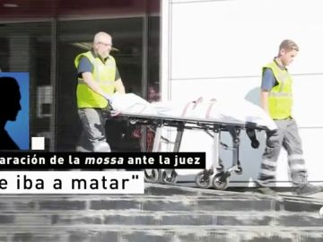 """Un sindicato policial defiende a la mossa que abatió al atacante de Cornellà y pide condecorarla:""""Es una heroína"""""""
