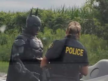 La policía detiene a Batman