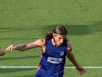Filipe Luis durante un entrenamiento