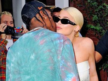 Kylie Jenner le pone morritos a Travis Scott