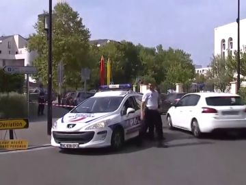 Un muerto y dos heridos en un ataque con cuchillo cerca de París