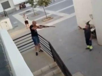 Una trifulca entre dos hombres en Huelva termina con una escopeta intervenida y un detenido