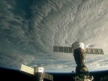 El huracán Lane alcanza la categoría 5 y se aproxima a Hawai