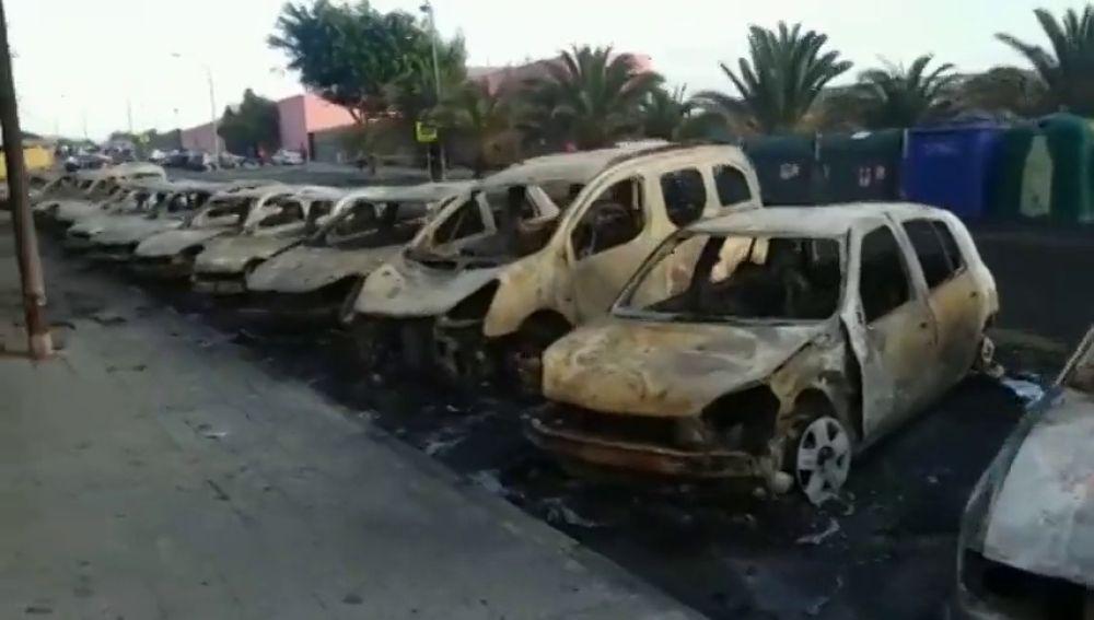 La Policía investiga el incendio de 26 vehículos en la localidad grancanaria de Jinamar