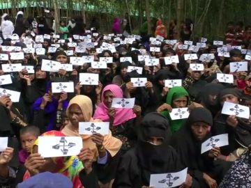 Los refugiados rohingya demandan justicia un año después del comienzo de la crisis