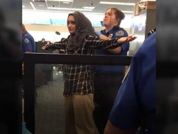 Una joven musulmana denuncia que la obligaron a enseñar la compresa durante un control de un aeropuerto en EEUU