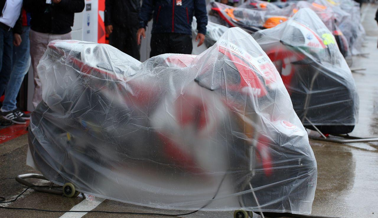 """La lluvia y el asfalto """"ahogan"""" el Gran Premio de Silverstone"""