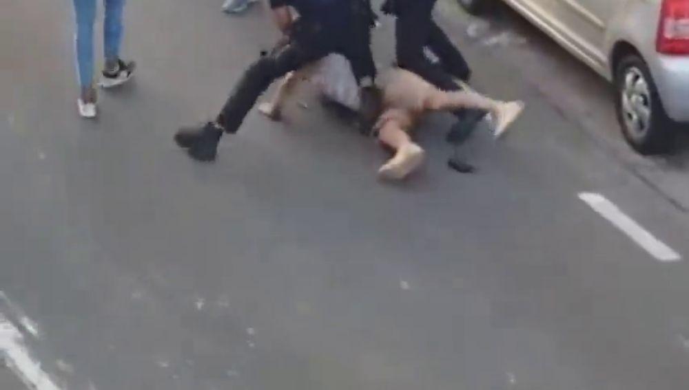 Espectacular persecución de la Policía Nacional en Tenerife que acaba con un coche volcado en la acera y dos detenidos