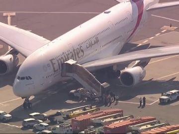 Un avión, puesto en cuarentena en el aeropuerto de Nueva York tras enfermar diez de sus pasajeros