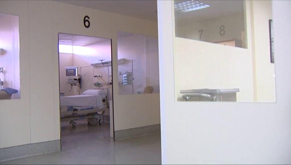 Detienen un médico por grabar a sus compañeras en el vestuario