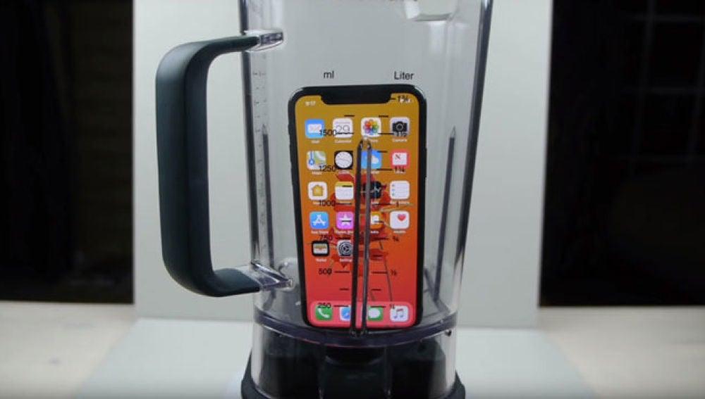 iPhone X en una licuadora