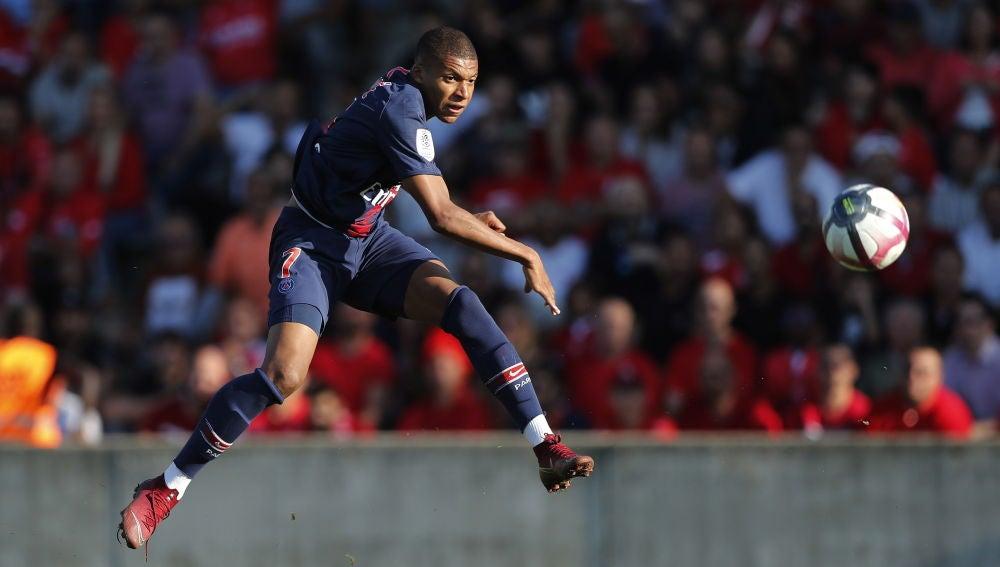 Mbappé en un partido con el PSG