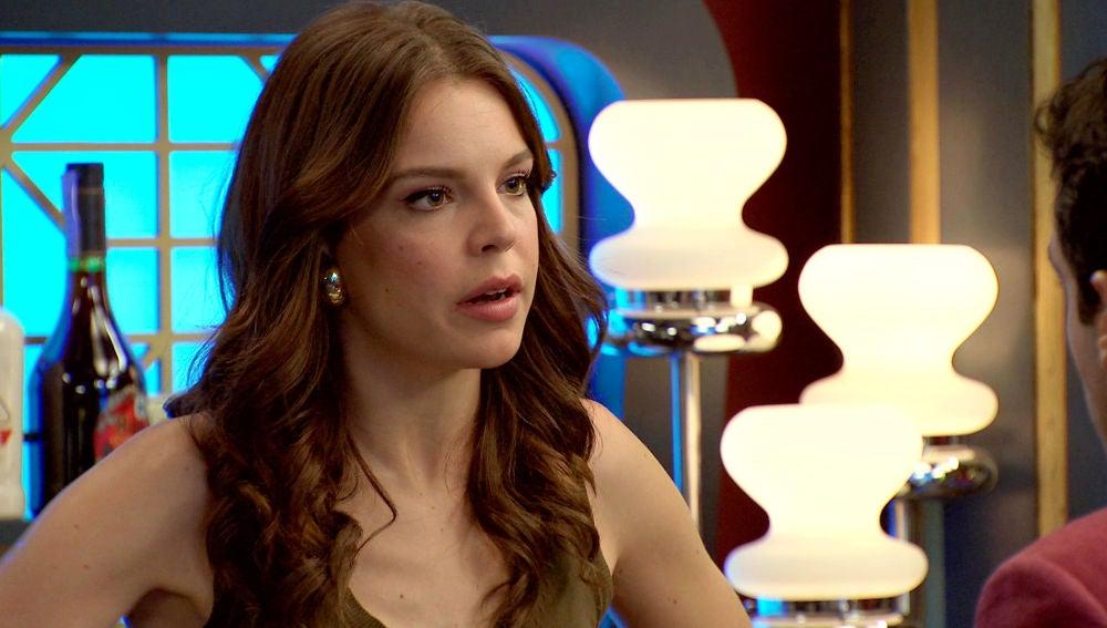 Ignacio le confiesa a María que su padre le quiere llevar de 'pilinguis'