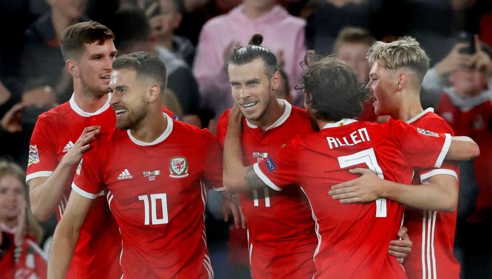 Gareth Bale celebra uno de sus goles con la selección de Gales