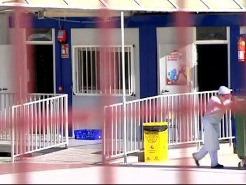 Los padres denuncian las condiciones de los barracones