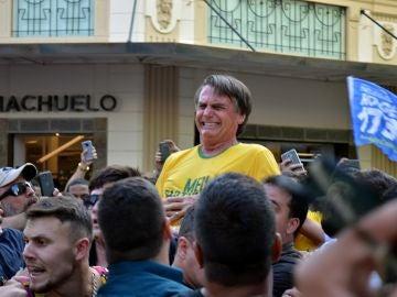 Un líder ultraderechista de Brasil, apuñalado en un acto de campaña
