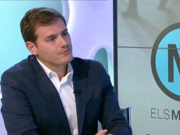 """Encontronazo de Rivera con una presentadora de TV3·: """"¿No tiene ninguna pregunta sobre el Golpe de Estado de hace un año?"""""""