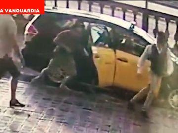 Roban un reloj a un turista en Barcelona utilizando la violencia