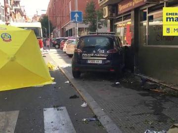 Cuatro heridos al estrellarse una patrulla de la Policía Municipal contra un bar en Madrid