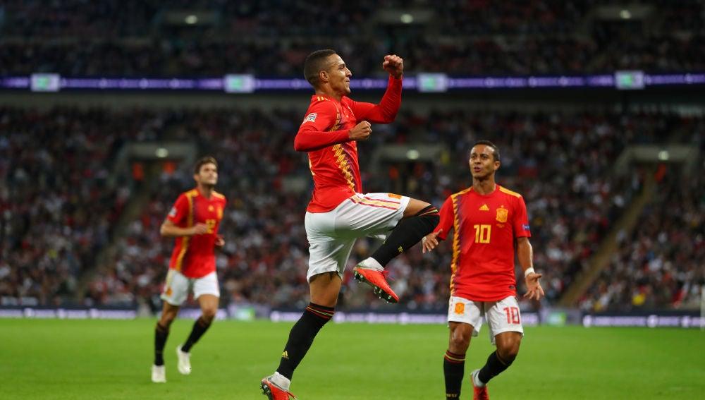 Rodrigo celebra su gol con la selección española