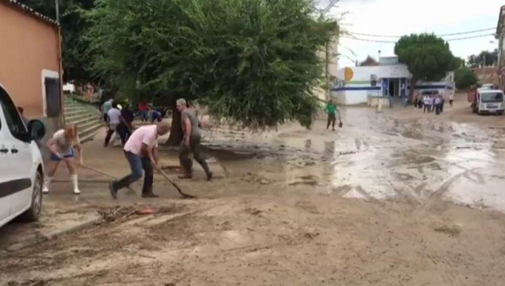 Los vecinos de Cebolla tratan de volver a la normalidad tras la riada
