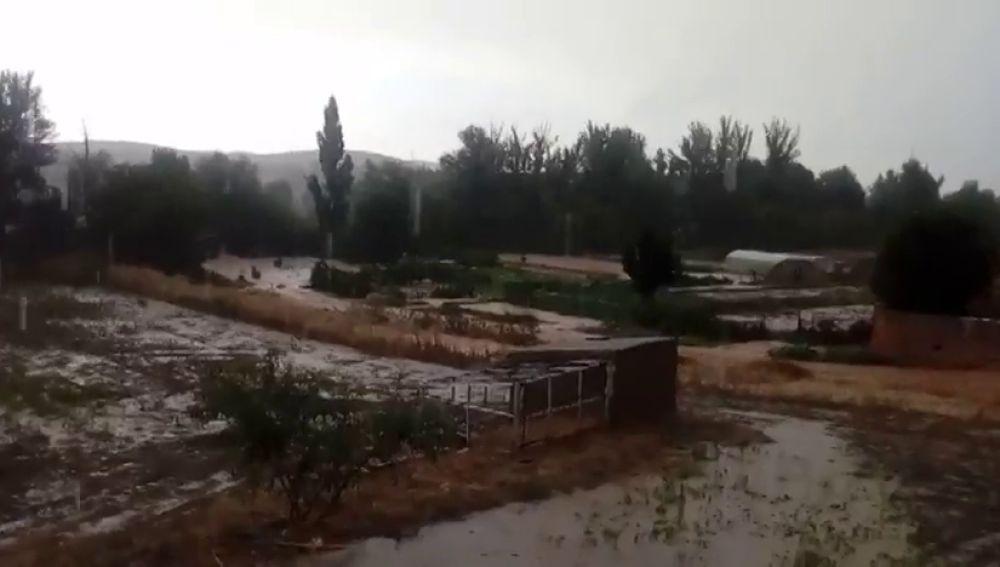 Las intensas lluvias provocan el desbordamiento del río Jalón a su paso por Santa María de Huerta