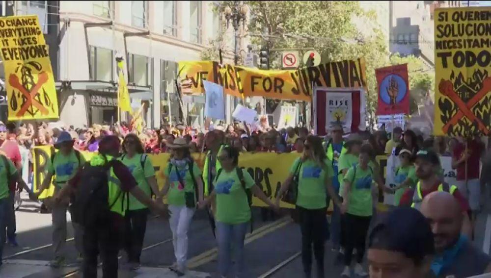 Una multitudinaria marcha en San Francisco reclama un liderazgo real en la lucha contra el cambio climático
