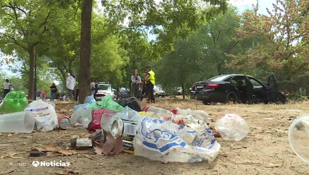 El resultado del festival 'Amanecer bailando': Destrozos, vecinos indignados y basura en las calles