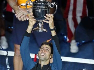 Novak djokovic celebra el título del US Open