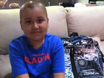 La Fundación Aladina ayuda a volver al colegio a Nico, un niño de 8 años con leucemia