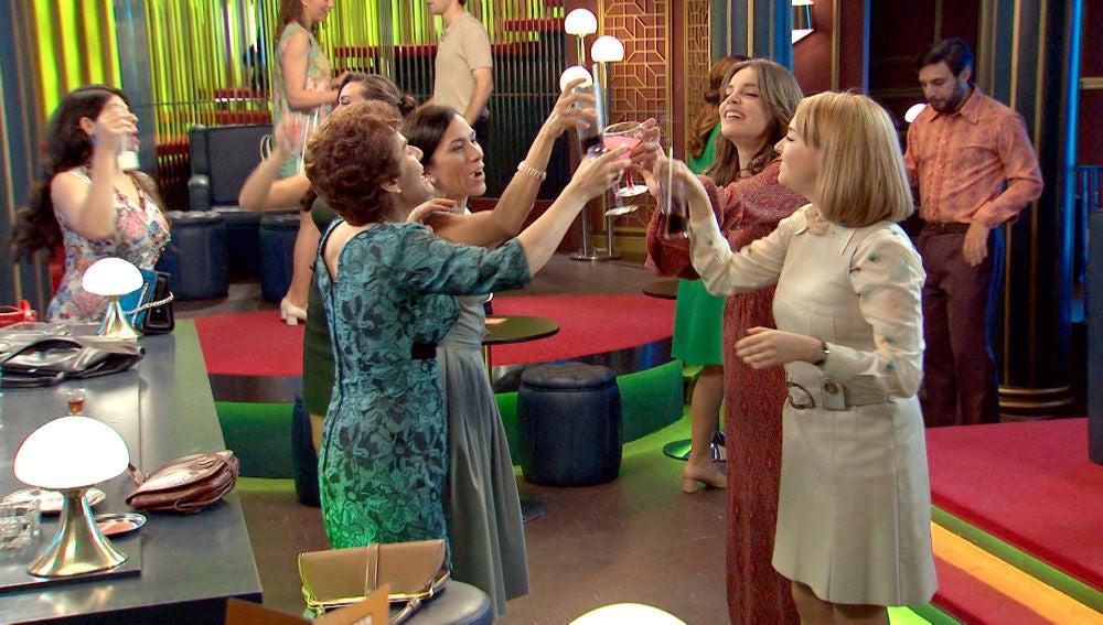 La chicas se desmelenan en la despedida de soltera de María