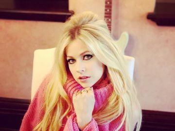 Avril Lavigne comparte su dura batalla con sus seguidores