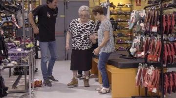 El divertido momento de Julia renovando su calzado