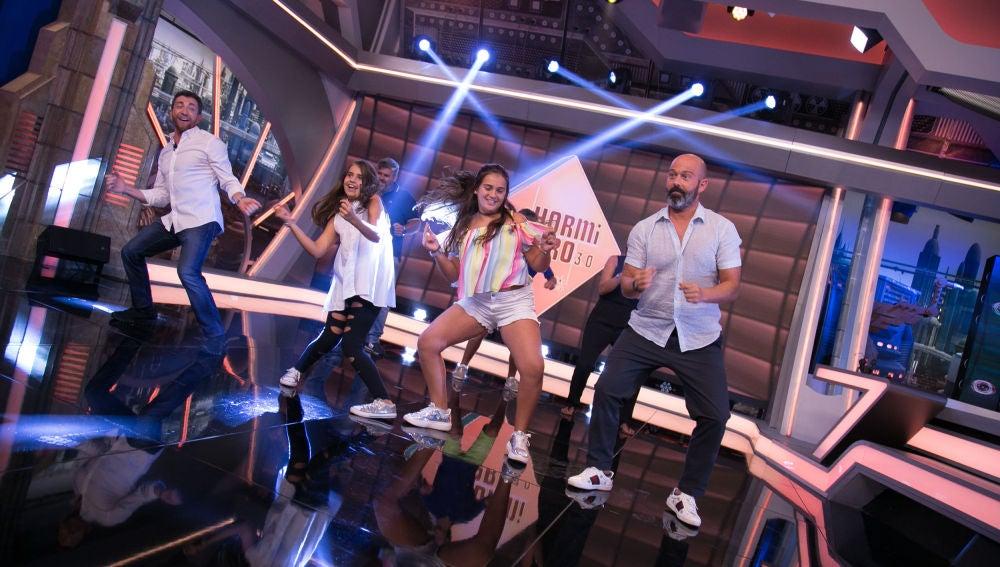 La familia Postigo López llega a 'El Hormiguero 3.0' bailando con mucho ritmo y llena de energía