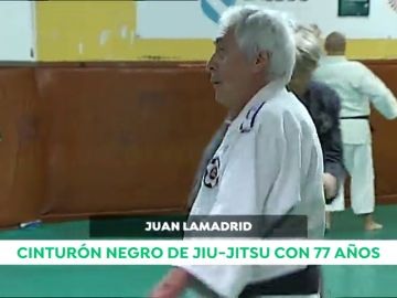"""Juan Lamadrid, cinturón negro de Jiu-jitsu con 77 años: """"Las caídas cuestas, pero lo peor es levantarse"""""""