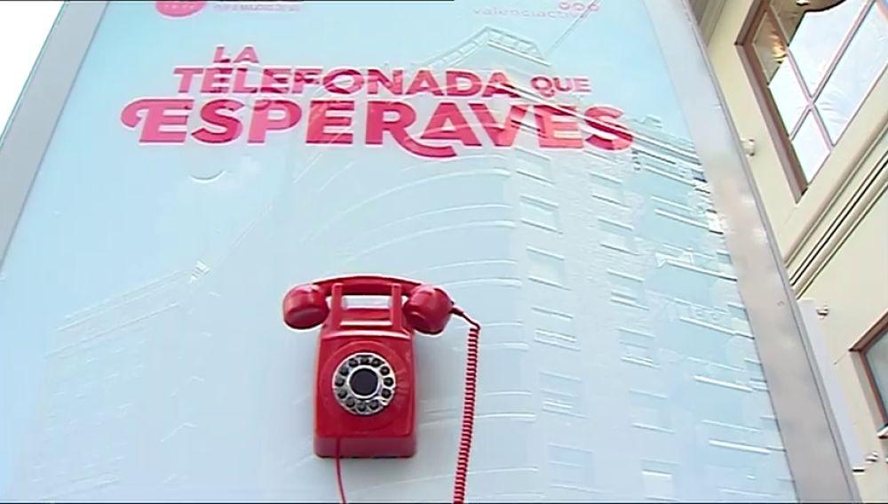 Una cabina de teléfono instalada en Valencia sonará cada diez minutos para dar empleo a mayores de 55 años
