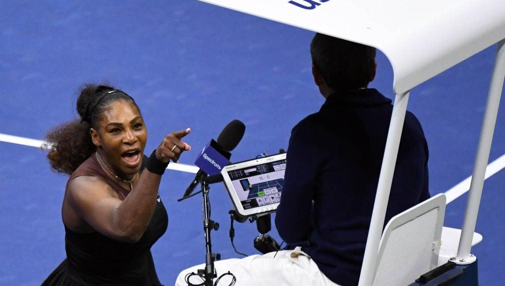 Serena Williams increpa al juez de silla Carlos Ramos