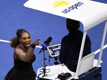 Serena Williams increpa al juez de silla Carlos Ramos