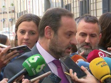 """Ábalos expresa el """"apoyo"""" del PSOE y del Gobierno a Carmen Montón"""