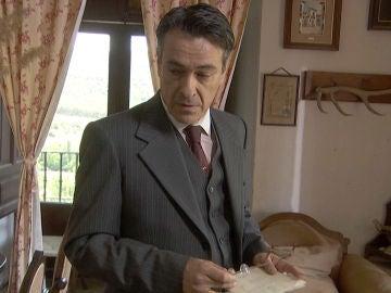 Amancio encuentra la prueba que desenmascarará a Antolina