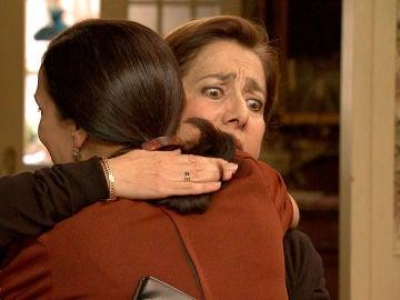 Manolita, chantajea a Pía con su desliz pasional
