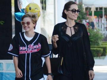 Angelina Jolie junto a Shiloh