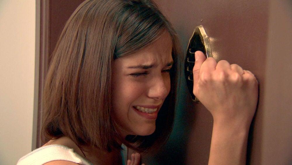 Laura, en shock al escuchar el disparo de Durán a su padre