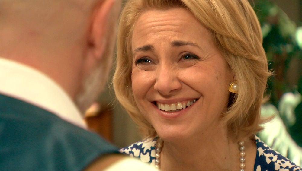 Julián sorprende a Matilde con un anillo de pedida