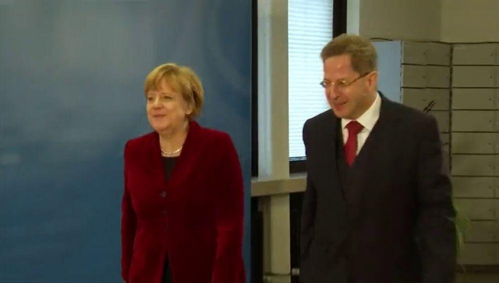 Merkel decide relevar al jefe del espionaje alemán tras sus polémicas declaraciones sobre los ultras