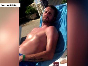 VÍDEO Un turista británico pide una compensación por rescatar a dos niños de la piscina de un hotel en Menorca