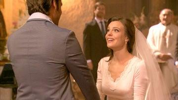 El invitado especial llega a tiempo a la boda para sorpresa y emoción de María