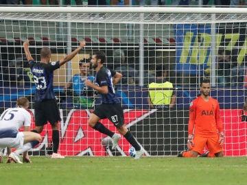 Los jugadores del Inter celebran el segundo gol ante el Tottenham