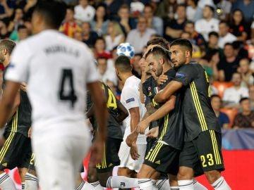 Pjanic celebra uno de sus dos goles en Mestalla